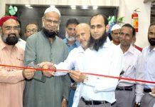 حیدرآباد: نائب امیر جماعت اسلامی پاکستان معراج الہدیٰ صدیقی ' حافظ طاہر مجید ودیگر الخدمت امیڈیکل اینڈ ڈائیگنوسٹک سینٹر کا افتتاح کررہے ہیں
