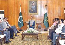 اسلام آباد: صدر عارف علوی سے میجر جنرل (ر) مسعود الرحمن کی قیادت میں وفد ملاقات کررہا ہے
