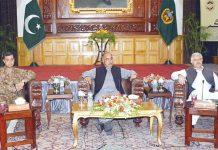 پشاور: گورنر خیبر پختونخوا شاہ فرمان قبائلی اضلاع کے جرگے سے خطاب کررہے ہیں