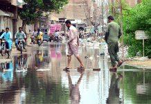 حیدرآباد: حالی روڈ پر سیوریج کا پانی جمع ہے جس سے شہریوں کوآمدورفت میں مشکلات کا سامنا ہے