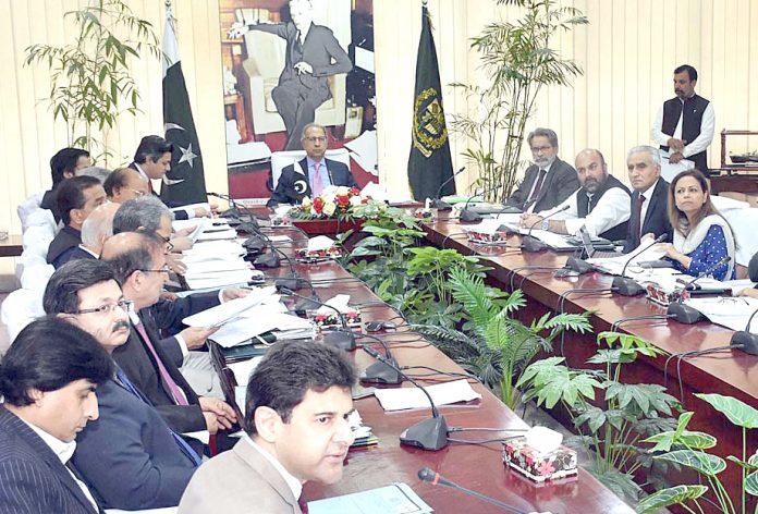 اسلام آباد: مشیر خزانہ ڈاکٹر عبدالحفیظ شیخ کی زیرصدارت قومی اقتصادی کونسل کی ایگزیکٹو کمیٹی کا اجلاس ہورہاہے