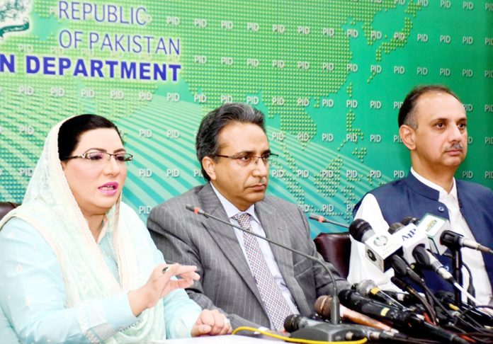 اسلام آباد: وزیراعظم کی معاون خصوصی برائے اطلاعات و نشریات ڈاکٹر فردوس عاشق اعوان پریس کانفرنس کر رہی ہیں