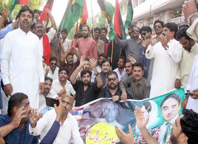 حیدرآباد ،پیپلزپارٹی سپاف کی جانب سے حکومت کے خلاف احتجاج کیا جارہا ہے