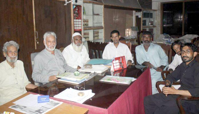 حیدر آباد : نیشنل لیبر فیڈریشن کا اجلاس صوبائی جنرل سیکرٹری شکیل احمد شیخ کی زیر صدارت جاری ہے، اعجاز حسین ودیگر شریک ہیں