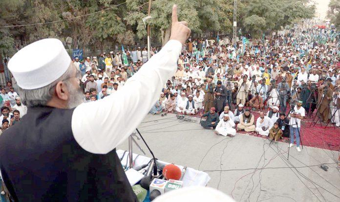 کوئٹہ: امیر جماعت اسلامی پاکستان سراج الحق کشمیر عوامی مارچ سے خطاب کررہے ہیں
