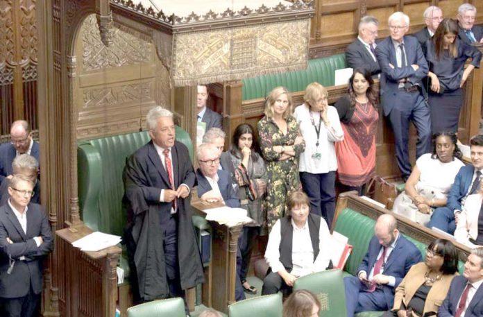 لندن: برطانوی پارلیمان کے اسپیکر جان بیرکاؤ اجلاس کے دوران مستعفی ہونے کا اعلان کررہے ہیں