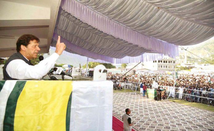 مظفر آباد: وزیراعظم عمران خان کشمیر یکجہتی جلسے سے خطاب کررہے ہیں