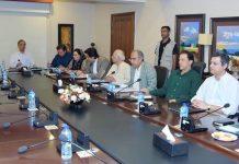اسلام آباد: وزیراعظم عمران خان کی زیر صدارت معاشی ٹیم کا اجلاس ہورہاہے