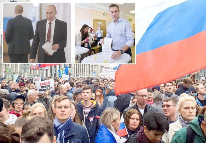 ماسکو: انتخابات کے موقع پر حزب اختلاف کے حامی احتجاج کررہے ہیں'صدر ولادیمیر پیوٹن اور اپوزیشن رہنما الیکسی ناولنی ووٹ ڈال رہے ہیں