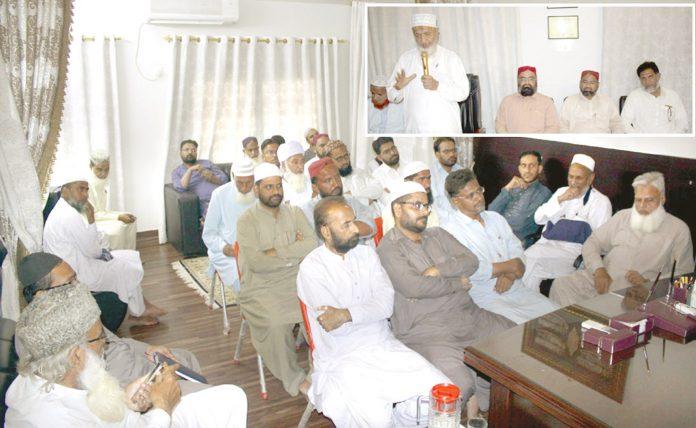 حیدرآباد: امیر جماعت اسلامی سندھ محمد حسین محنتی امرائے زون ، شوریٰ اور ناظمین شعبہ جات سے خطاب کررہے ہیں