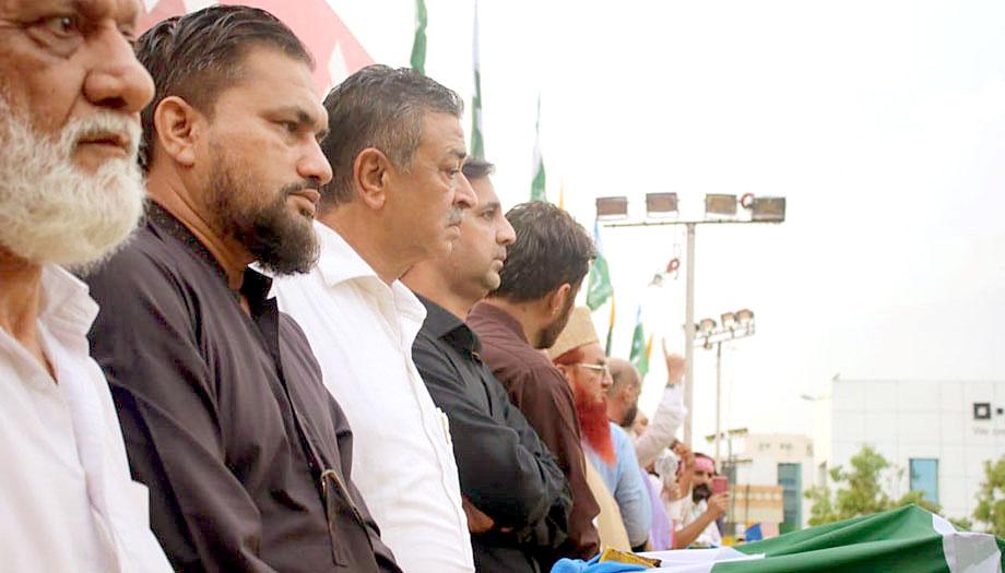 جماعت اسلامی کراچی کے کشمیر مارچ میں پاک سرزمین پارٹی کا وفد اسٹیج پر موجود ہے