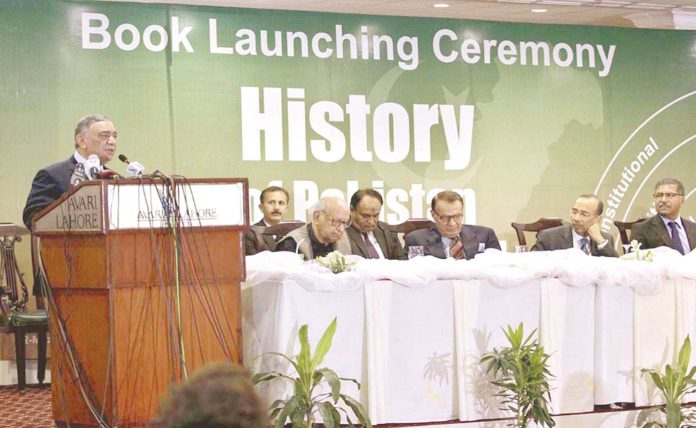 لاہور: چیف جسٹس پاکستان جسٹس آصف سعید کھوسہ مقامی ہوٹل میں تقریب سے خطاب کررہے ہیں