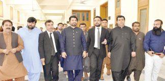 کوئٹہ: ڈپٹی اسپیکر قومی اسمبلی قاسم سوری انتخابی عذرداری کیس کی سماعت کیلیے عدالت آرہے ہیں