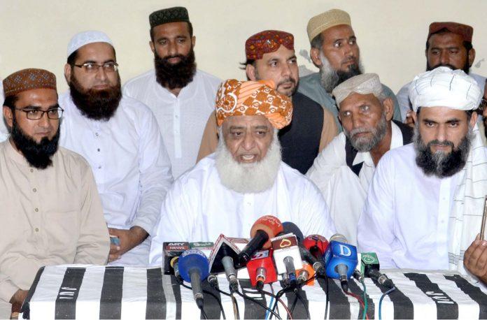 ملتان: سربراہ جے یو آئی ف مولانا فضل الرحمن پریس کانفرنس کررہے ہیں
