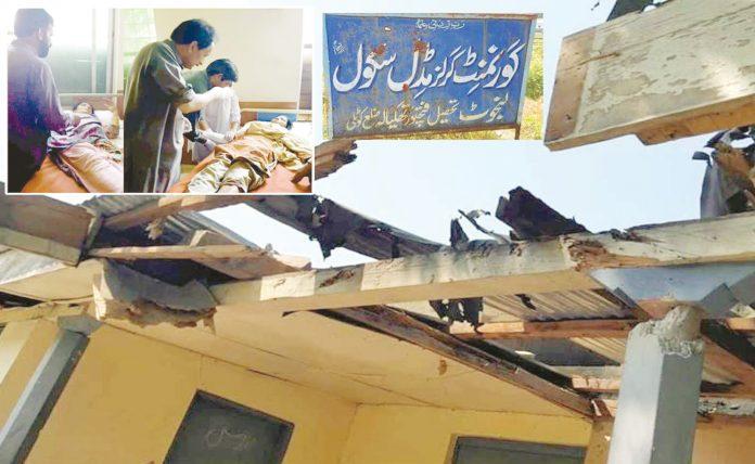 کوٹلی: بھارتی فوج کی بلااشتعال فائرنگ سے متاثر ہونے والی فتح پور تھکیالہ کی اسکول کی عمارت'جبکہ زخمیوںکو طبی امداد دی جارہی ہے