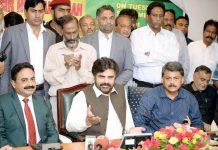 کراچی:وزیربلدیات سندھ سید ناصر حسین شاہ پریس کانفرنس کررہے ہیں
