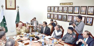کوئٹہ: وفاقی وزیر داخلہ سید اعجاز احمد شاہ اعلیٰ سطحی اجلا س کی صدارت کررہے ہیں