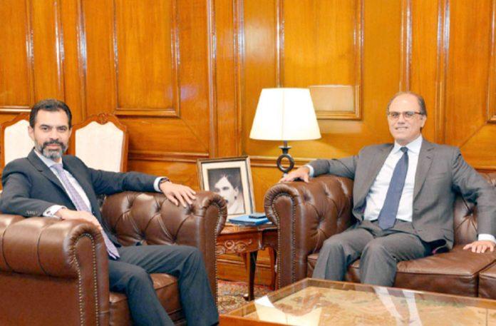 اسٹیٹ بینک کے گورنر ڈاکٹر رضا باقر آئی ایم ایف کے وفد سے ملاقات کر رہے ہیں