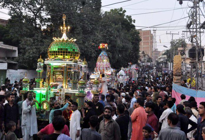 حیدرآباد میں یوم عاشور پر شہریوں کی جانب سے تعزیے نکالے جارہے ہیں