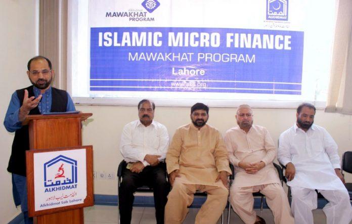 لاہور : ضلعی امیر جماعت اسلامی ڈاکٹر ذکر اللہ مجاہد الخدمت مواخات پروگرام کے تحت بلا سود قرضہ فراہمی کی تقریب سے خطاب کررہے ہیں