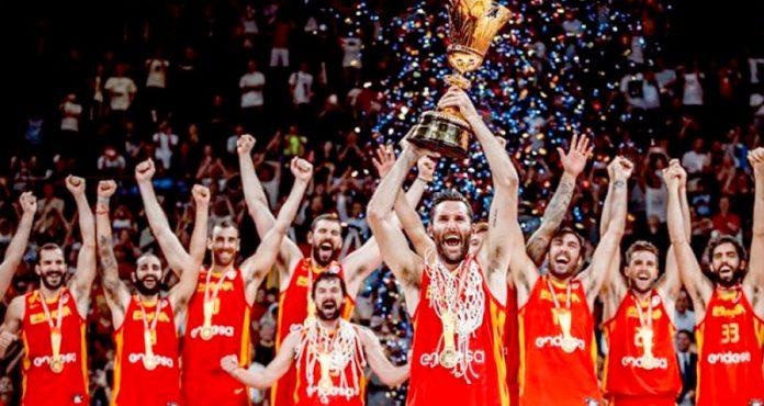 میڈرڈ: باسکٹ بال عالمی چیمپئن شپ کی فاتح ٹیم اسپین کا ٹرافی کے ساتھ گروپ فوٹو،فائنل میں ارجنٹائن کو شکست کاسامناکرناپڑا