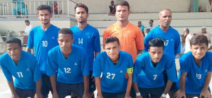 کراچی : عبدالخالق بلوچ شہید فٹبال ٹورنامنٹ میں شریک ٹیم کامیچ سے قبل گروپ فوٹو