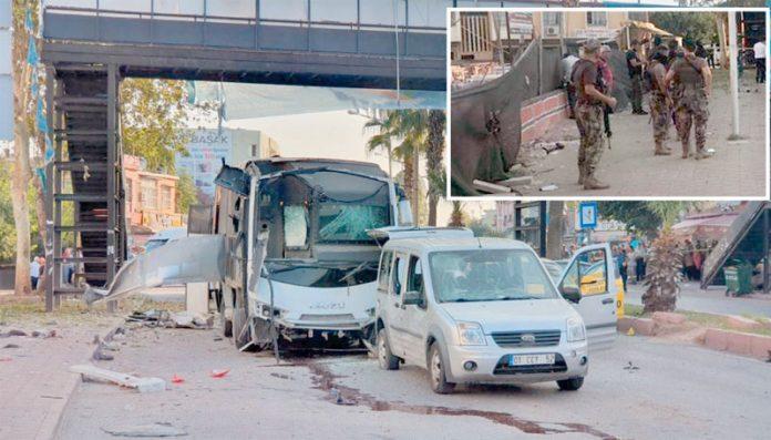 ترکی: سڑک کنارے نصب بارودی مواد کا نشانہ بننے والی پولیس بس اور گاڑی تباہ ہوگئی ہے' فوج نے جائے وقوع کو گھیر رکھا ہے