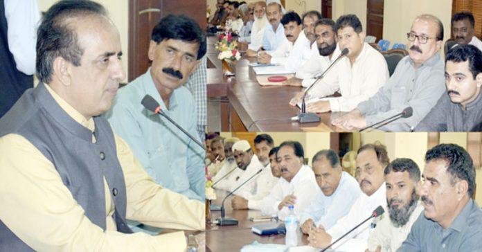 بدین ،ڈپٹی کمشنر بدین ڈاکٹر حفیظ احمد سیال اجلاس کی صدارت کررہے ہیں
