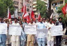 حیدر آباد : پروگریسو کمیٹی کے تحت مطالبات منظور نہ ہونے کیخلاف پریس کلب پر احتجاج کیا جارہا ہے