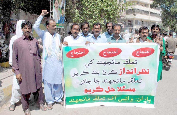 حیدر آباد : وائس آف تعلقہ مانجھند کے تحت بنیادی مسائل کی عدم فراہمی کیخلاف پریس کلب پر احتجاج کیا جارہا ہے