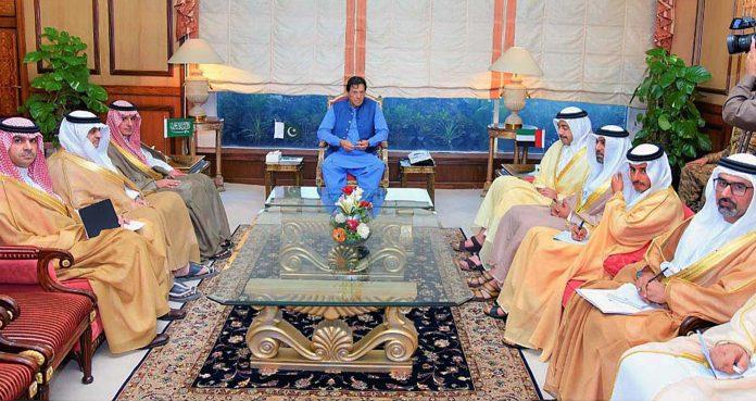 اسلام آباد: وزیراعظم عمران خان سے سعودی اور اماراتی وزارئے خارجہ کی سربراہی میں وفد ملاقا ت کررہا ہے