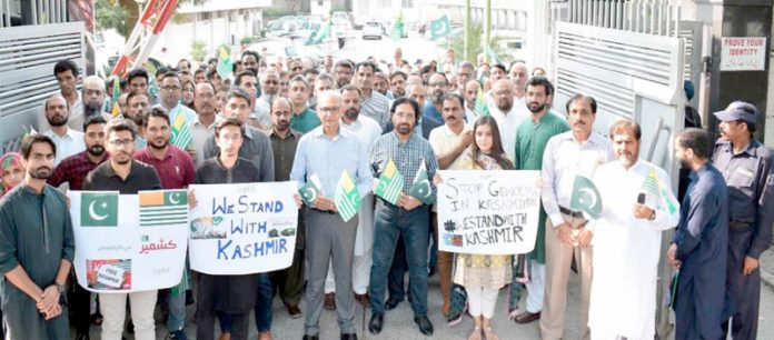 اسلام آباد ،پی ٹی سی ایل کے ملازمین یکجہتی کشمیر اور یوم دفاع پاکستان کے موقع پر ریلی نکال رہے ہیں