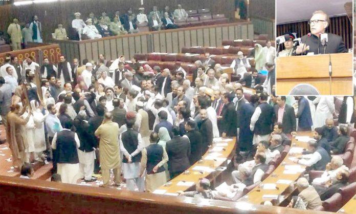اسلام آباد: صدر مملکت ڈاکٹر عارف علوی پارلیمنٹ کے مشترکہ اجلاس سے خطاب کررہے ہیں' جبکہ اپوزیشن ارکان احتجاج کررہے ہیں