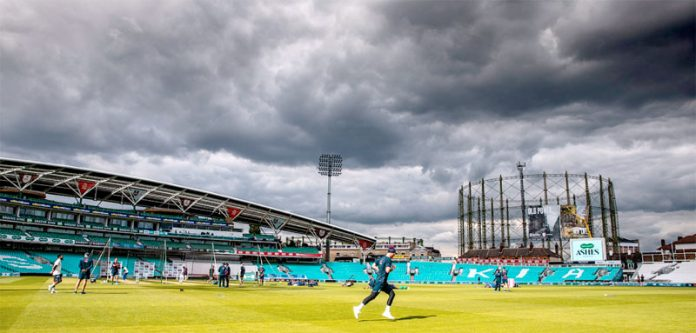 اوول : آسٹریلوی اورانگلش کھلاڑی 5ویں اور آخری ٹیسٹ کے لیے پریکٹس کرتے ہوئے ،اس موقع پر آسمان پر گہرے بادل بھی موجود ہیں
