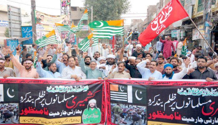 ملتان ،مختلف تنظیموں کی جانب سے کشمیریوں سے اظہار یکجہتی کے لیے ریلیاں نکالی جارہی ہیں