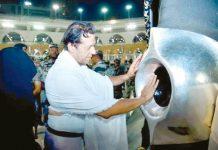 مکۃ المکرمہ: وزیراعظم عمران خان عمرے کے موقع حجر اسودکو بوسہ دے رہے ہیں