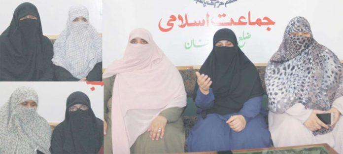 رحیم یارخان ،جماعت اسلامی خواتین کی ضلعی ناظمہ مریم جمیلہ عشرہ حجاب کے بار ے میں صحافیوں کو تفصیلات سے آگاہ کررہی ہیں