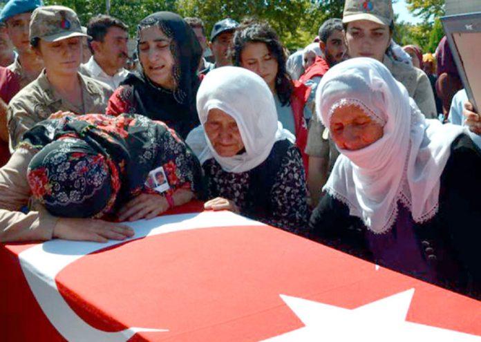 دیارِ بکر (ترکی): بم دھماکے میں مارے گئے شہری کے اہل خانہ غم سے نڈھال ہیں