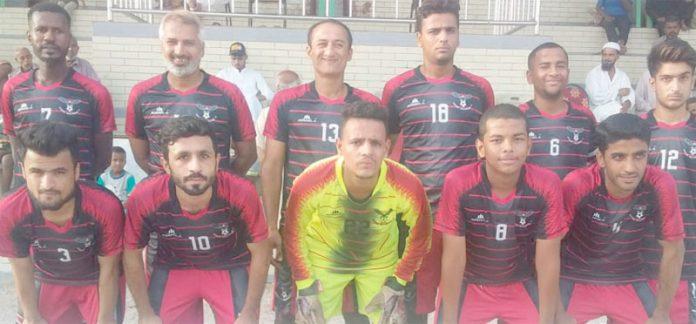 کراچی : عبدالخالق بلوچ شہید فٹبال ٹورنامنٹ میں شریک ٹیم کا میچ سے قبل گروپ فوٹو