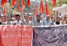 کوئٹہ ،ایکشن کمیٹی ایری گیشن ملازمین و پاکستان ورکرز کنفیڈریشن بلوچستان کے مطالبات کے حق میں پریس کلب کے سامنے مظاہرہ کیا جارہا ہے
