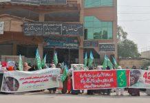 راولپنڈی،جماعت اسلامی ضلع راولپنڈی وومن ونگ کی کشمیرریلی سے امیرضلع راجا محمدجواد خطاب کررہے ہیں،صوبائی ناظمہ کوثرپروین،ناظمہ ضلع راولپنڈی سمیہ علی ودیگرشریک ہیں