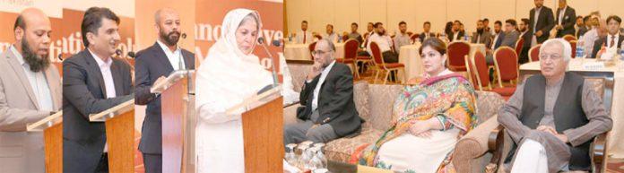چیئرپرسن ہمدرد فائونڈیشن سعدیہ راشد ، عرفان شیخ، سعد کالیا اور حسنین اقبال تقریب تقسیم انعامات سے خطاب کررہے ہیں
