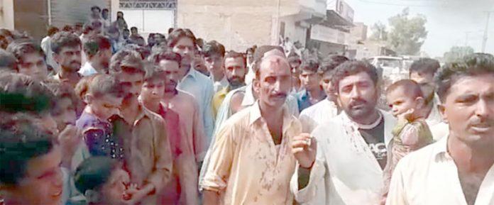 لاڑکانہ ،ڈاہانی بادری کے افراد لہربرادری کے خلاف احتجاج کررہے ہیں