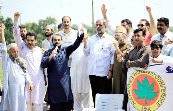 اسلام آباد: آل پارٹیز حریت کانفرنس کے تحت مقبوضہ کشمیرمیں بھارتی مظالم کیخلاف احتجاج کیا جارہاہے