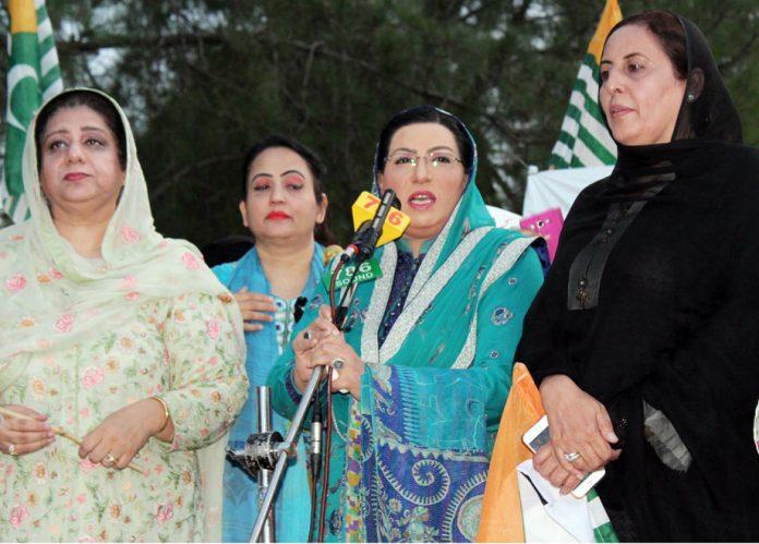 اسلام آباد: معاون خصوصی برائے اطلاعات فردوس عاشق اعوان کشمیر یکجہتی کانفرنس سے خطاب کررہی ہیں