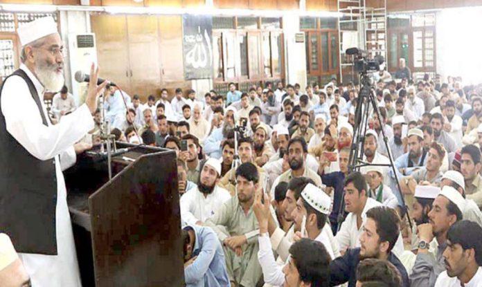 لاہور: امیر جماعت اسلامی پاکستان سینیٹر سراج الحق منصورہ میں مرکزی تربیت گاہ کے شرکا سے خطاب کررہے ہیں
