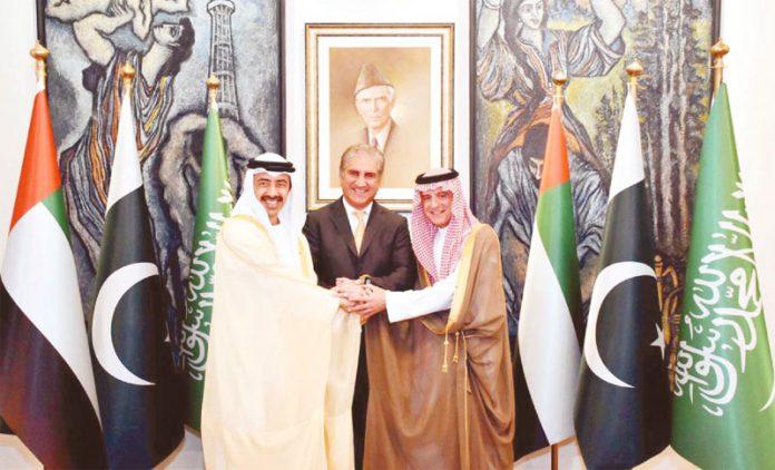 اسلام آباد:سعودی عرب ' امارات اور پاکستانی وزرائے خارجہ ملاقات کے دوران یکجہتی کا اظہار کررہے ہیں