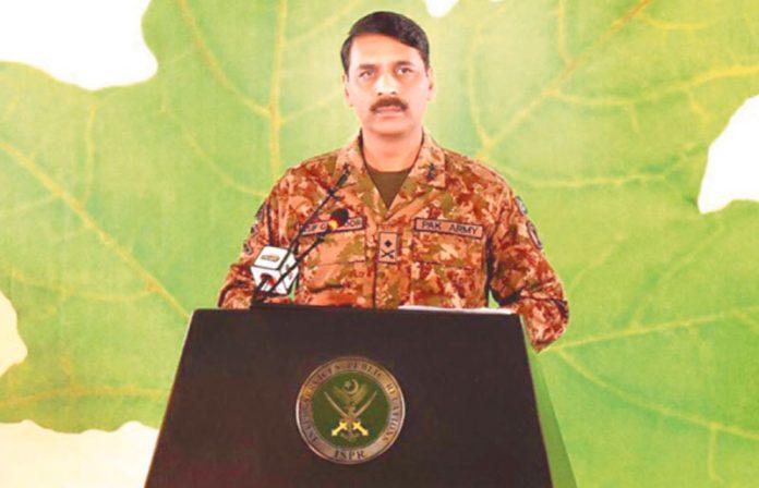 راولپنڈی:ڈی جی آئی ایس پی آر میجر جنرل آصف غفور میڈیا کو بریفنگ دے رہے ہیں