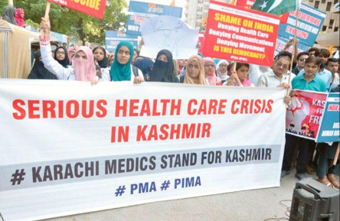کراچی: پاکستان اسلامک میڈیکل ایسوسی ایشن اور پیما کے تحت مقبوضہ کشمیرمیں بھارتی مظالم کیخلاف احتجاج کیا جارہا ہے
