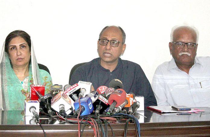 کراچی: صوبائی وزیر اطلاعات سعید غنی پریس کانفرنس کررہے ہیں